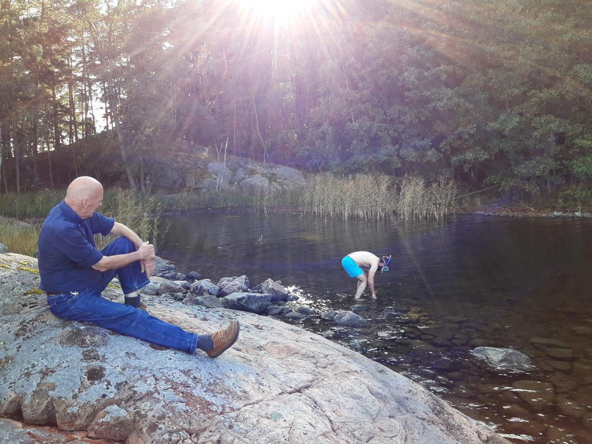 Scientist Ilppo Vuorinen observing FRAUD. Photo Taru Elfving.